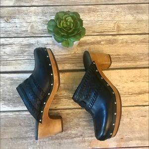 UGG. Black leather clogs with wooden sole.